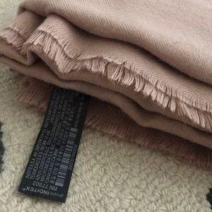 Zara Accessories - Zara scarf 🧣  very big and beautiful color